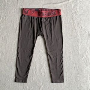 Gym Shark woman's cropped active leggings. Size S.